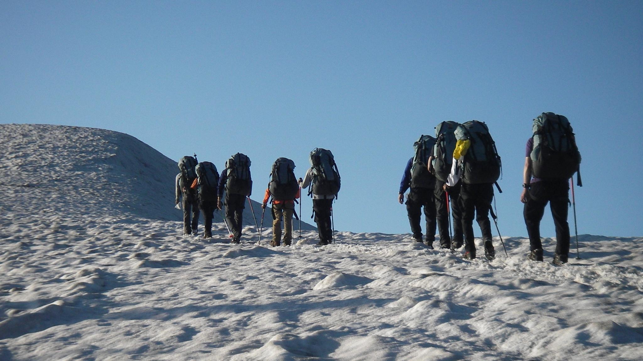 OBS-JALT2006-52日目:3泊4日の縦走登山。残雪の山中、雪の上で寝る!