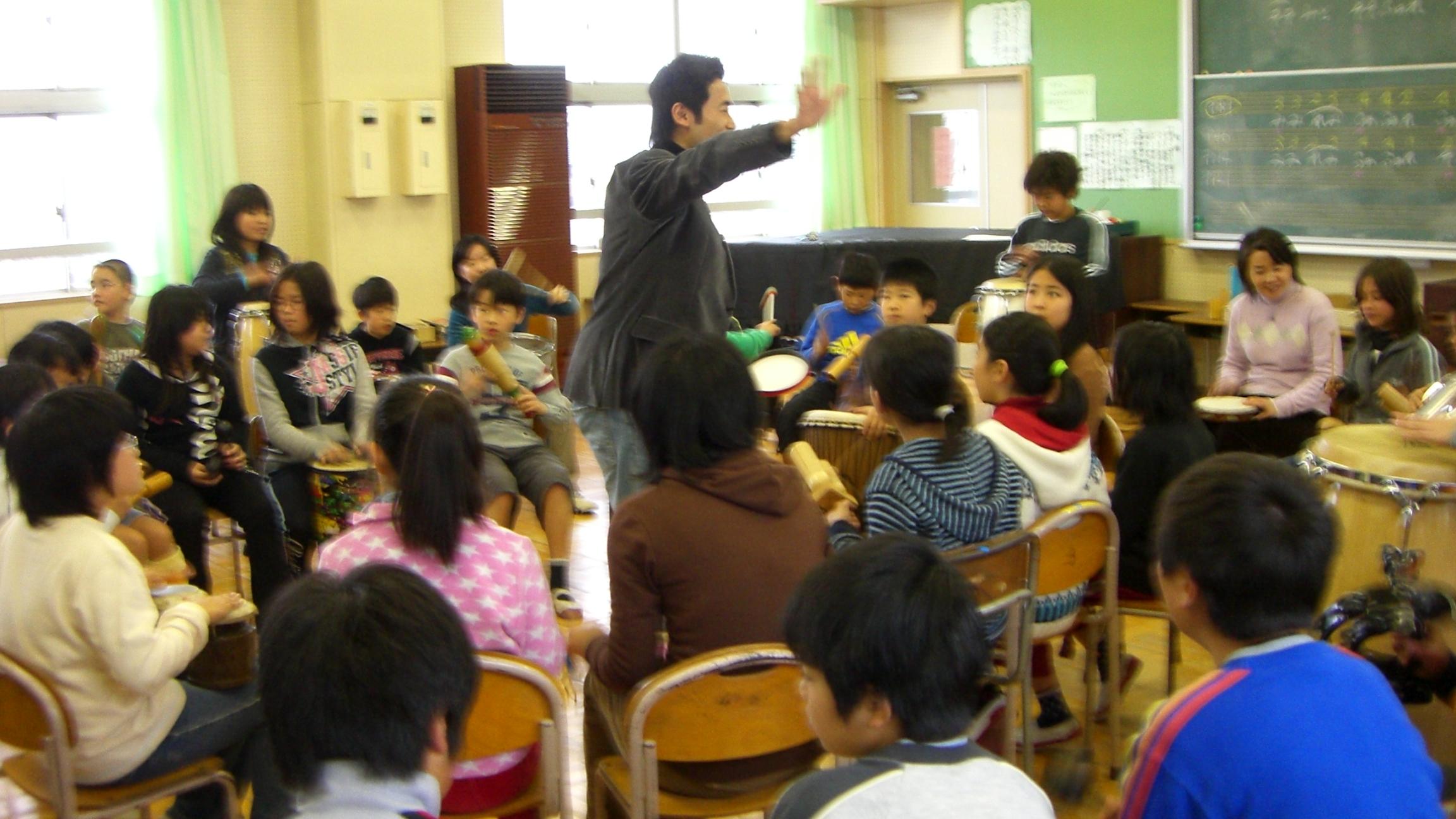 小学校でのドラムサークルを初めてファシリテートさせて頂き、大きな感動!