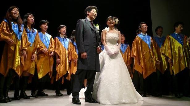 友人夫妻の結婚パーティーにて有志「ゴスペル隊」で歌の出演。今年3回目のステージ!