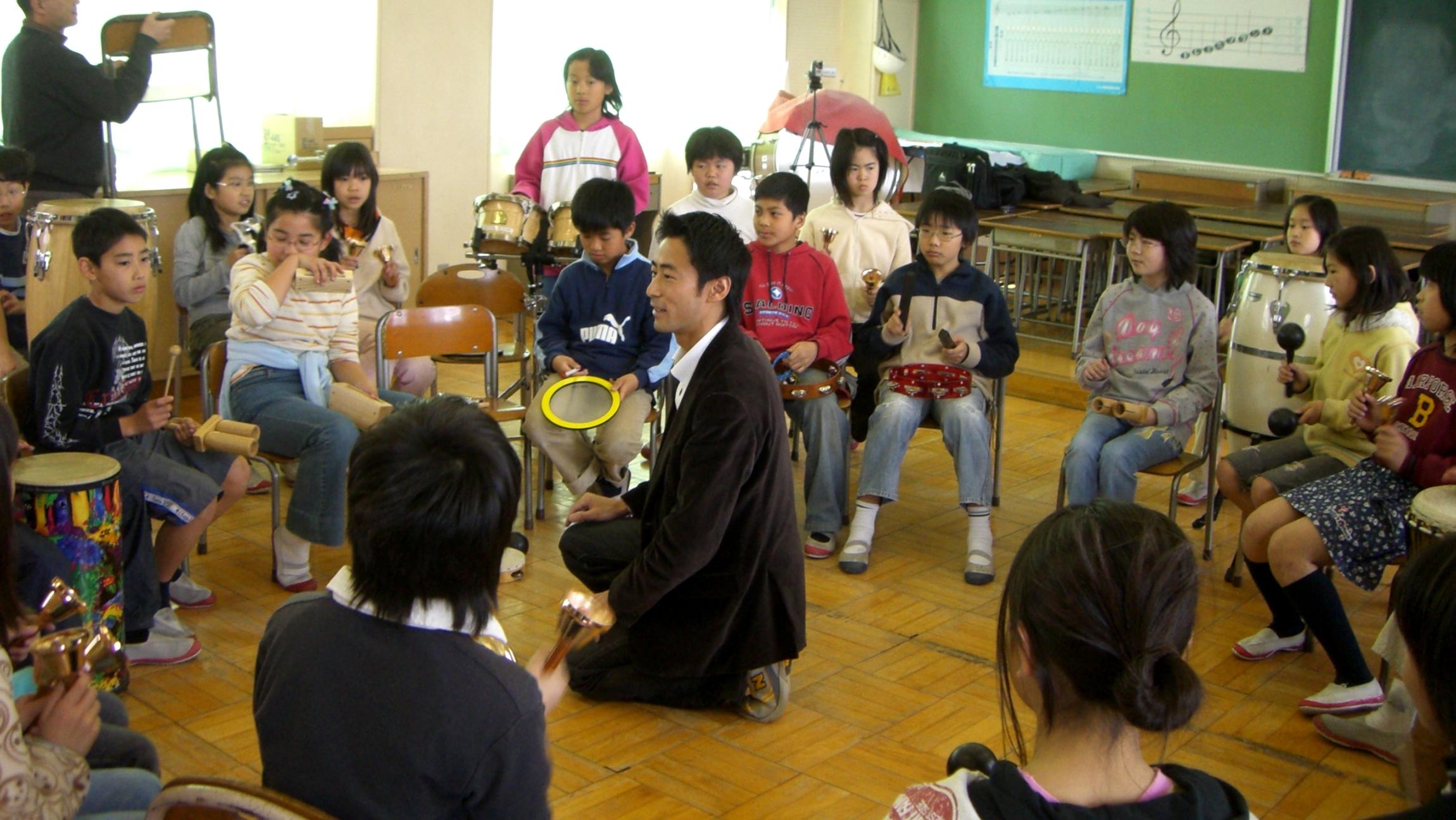 感動再び!小学校でのドラムサークル2回目。