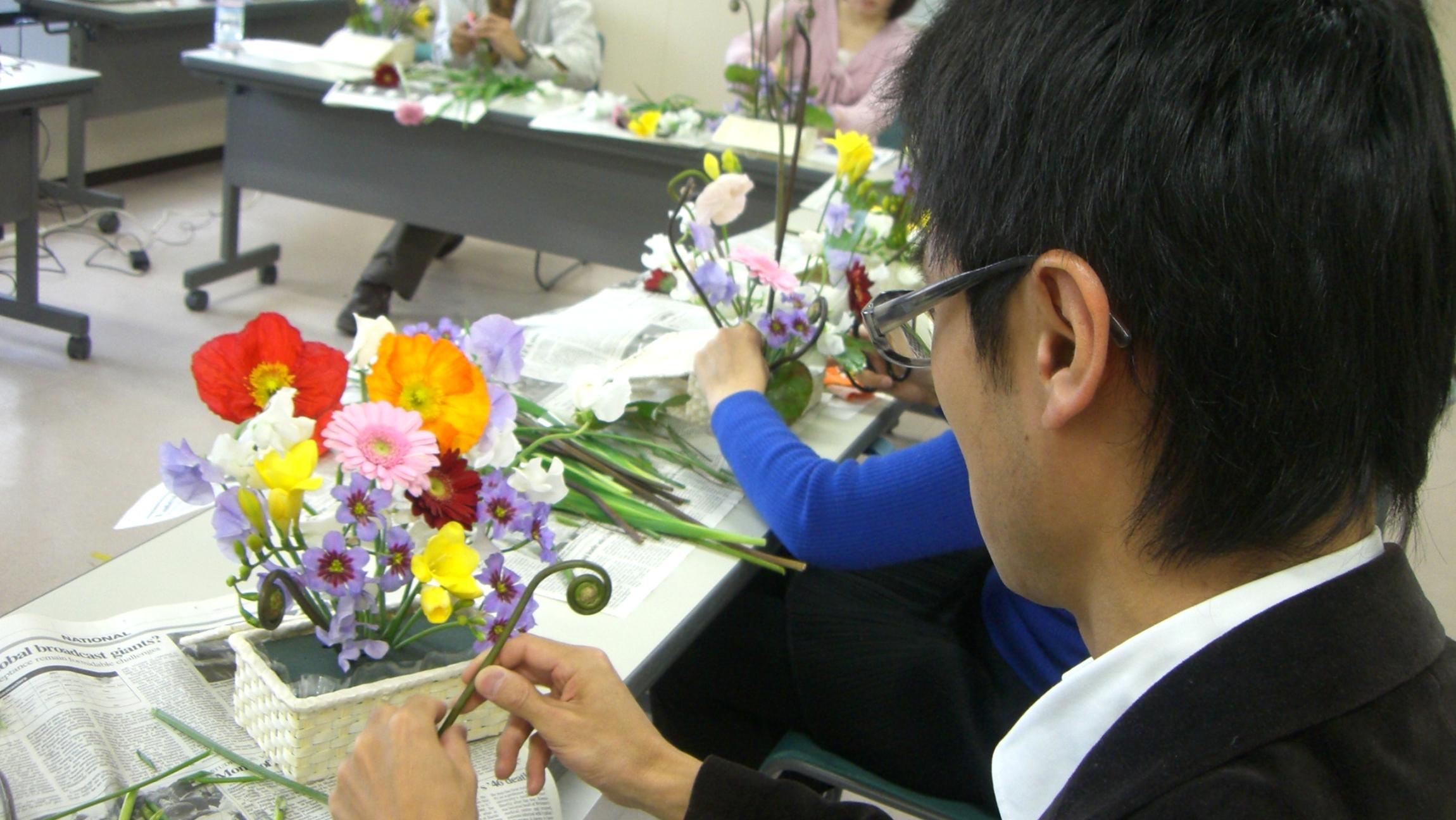フラワー(花)&カラー(色)のワークショップに参加。アレンジを初体験!