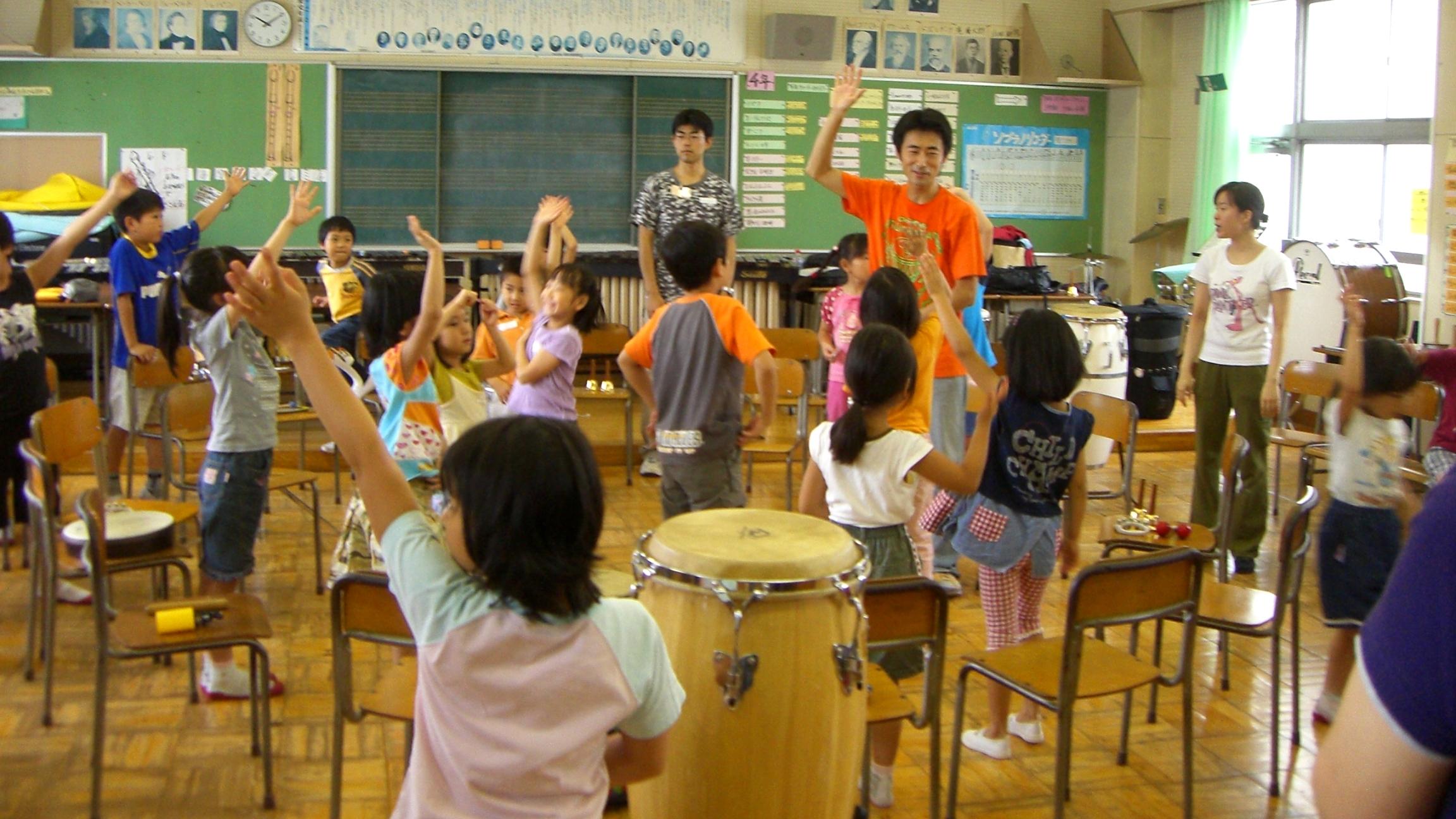 小学校での夏休みドラムサークルに三たび感動!