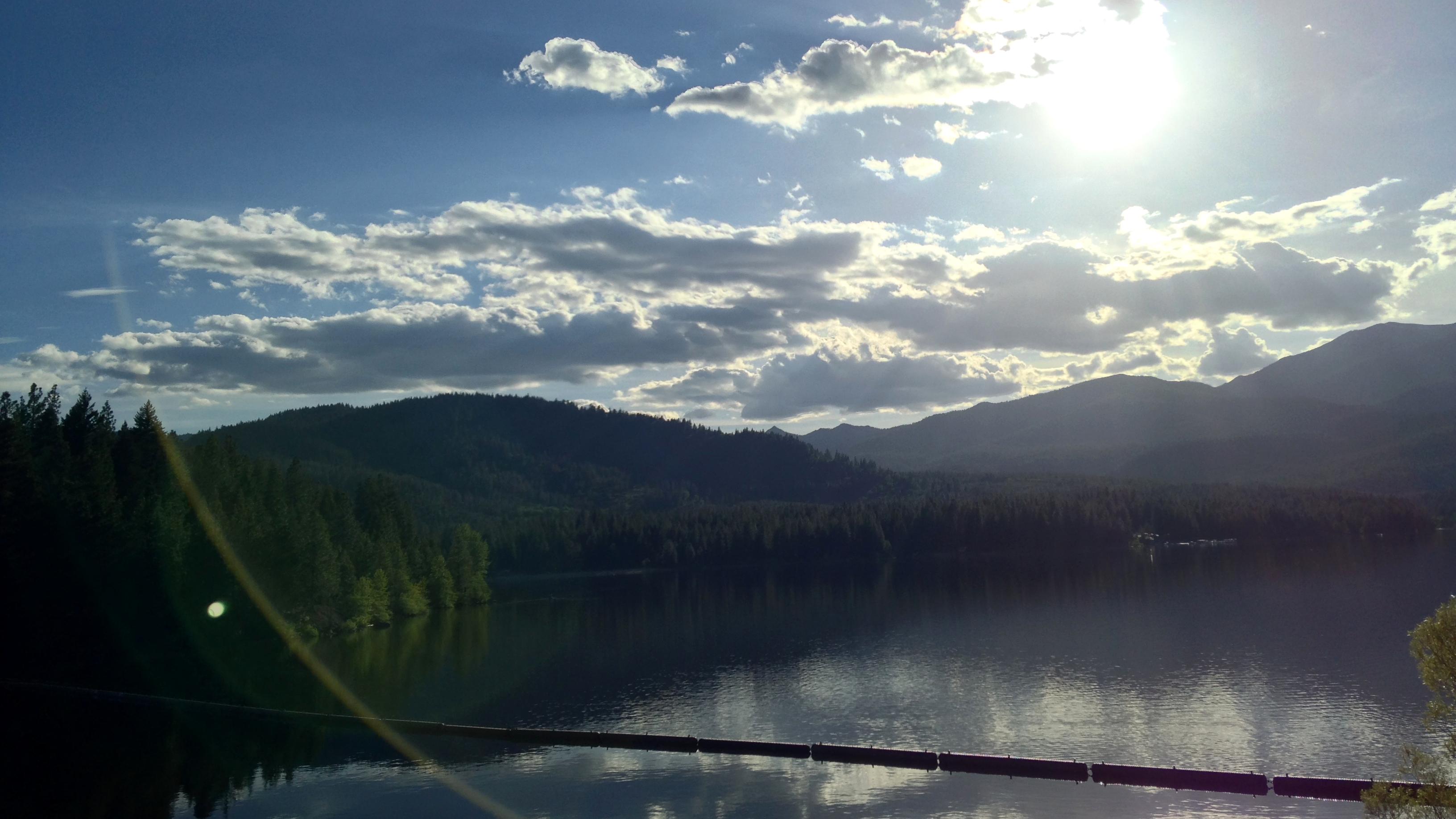 【シャスタ2日目夕方】山の五合目、湧き水、湖、ジャグジーを楽しむ!
