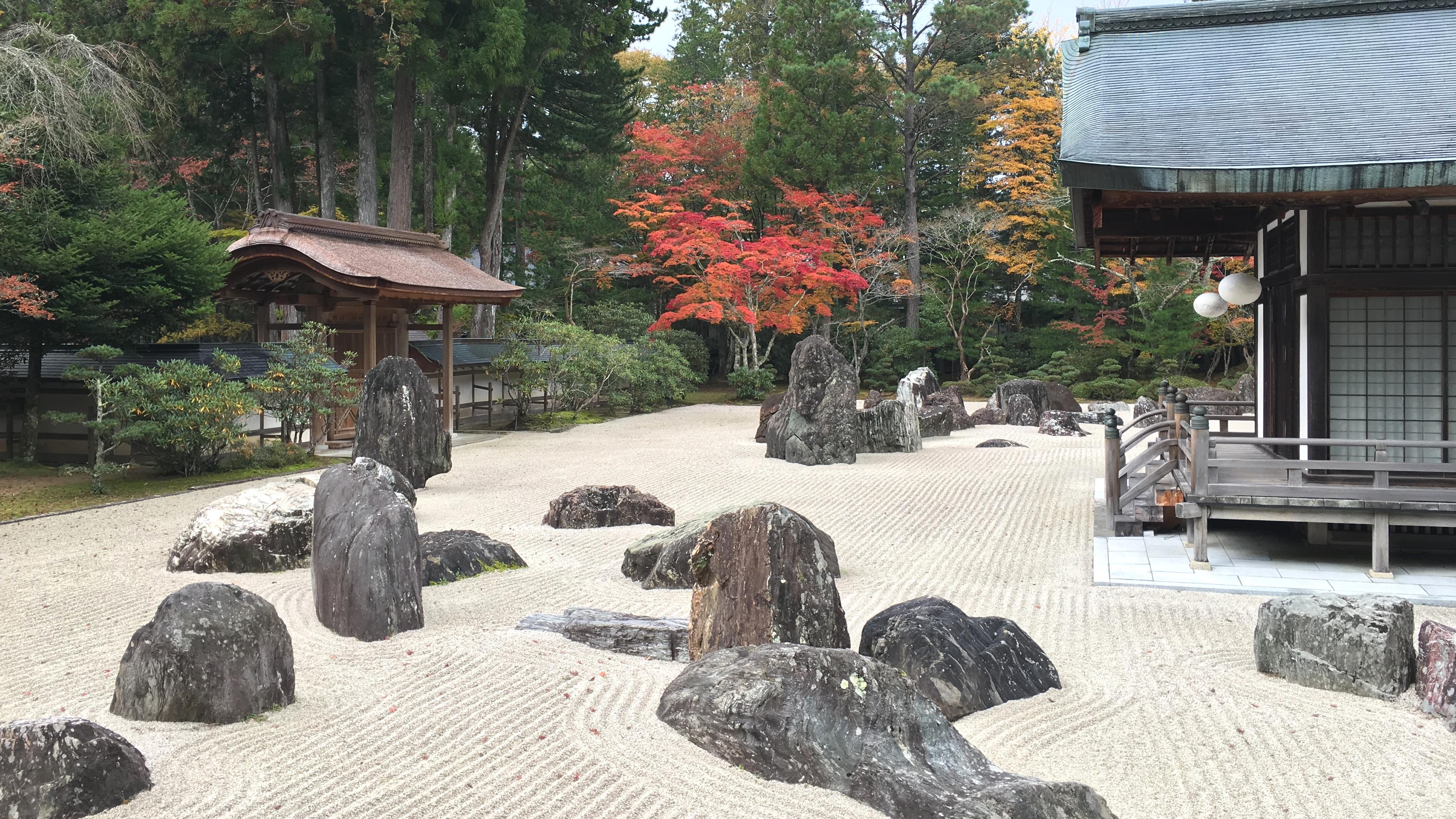 高野山2日目は、金剛峯寺にて阿字観瞑想を体験。